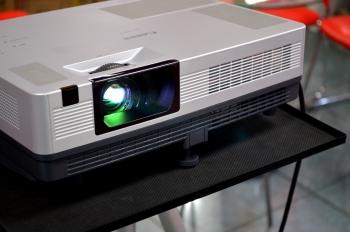 computer-projector-13918660735Pi